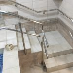 красивая лестница в бассейн